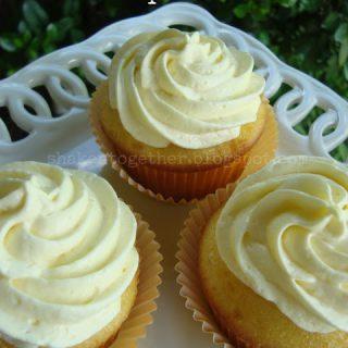 Tres Limones Cupcakes or Triple Lemon Cupcakes