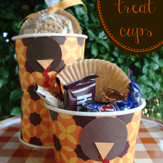 Easy turkey treat cups at shakentogetherlife.com