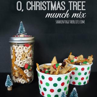O, Christmas Tree Munch Mix {festive no-bake snack mix}