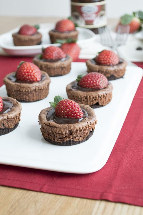 Mini-Chocolate-Strawberry-Cheesecake