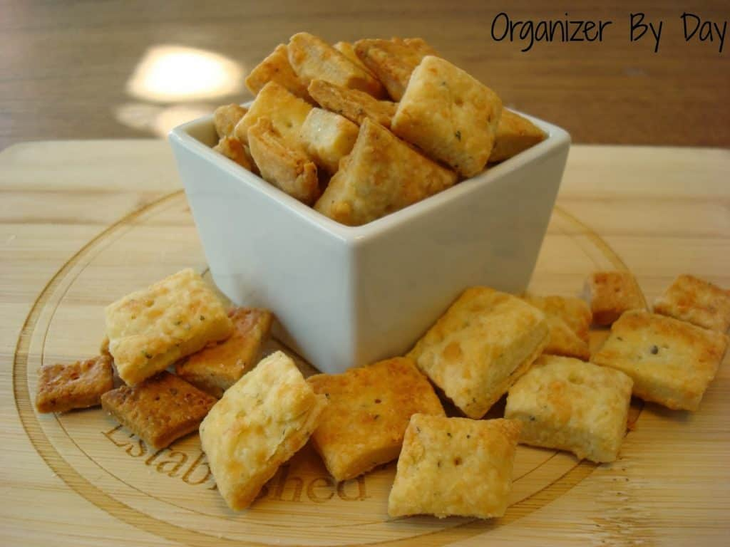 homemade-white-cheddar-cheezits
