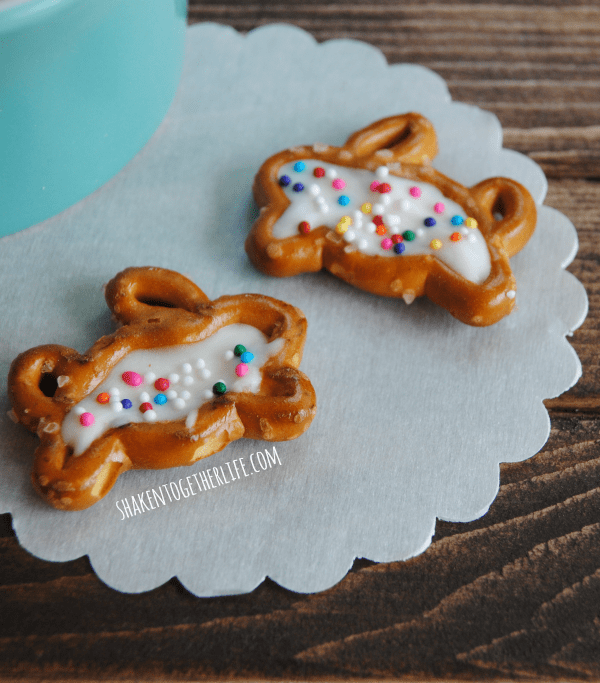 Easy, adorable chocolate filled bunny pretzels for Easter!