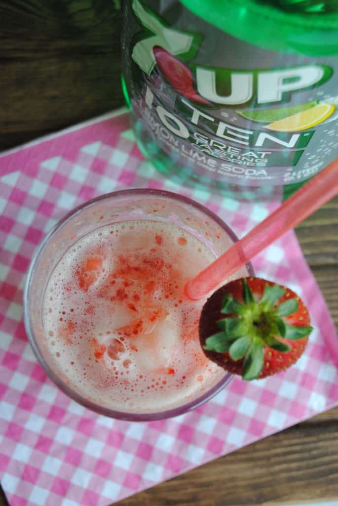 Live a little lighter with a skinny strawberry lemon cooler!