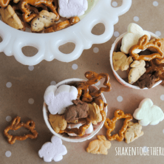 Easter bunny snack mix - how cute!