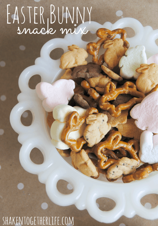 Quick and easy Easter Bunny snack mix!