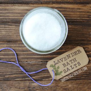 Relaxing lavender bath salts - easy gift!