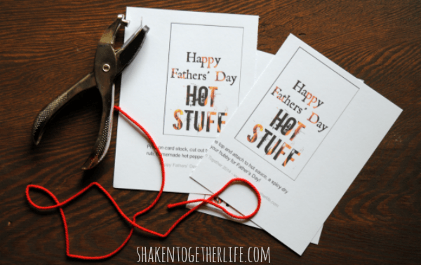 Need a last minute Fathers day gift for your hubby? How about his favorite hot sauces or a gift card + this fun printable tag?!