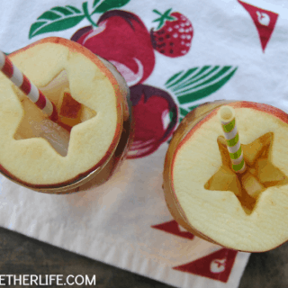 Apple sweet tea spritzerswith cute apple slice drink toppers!