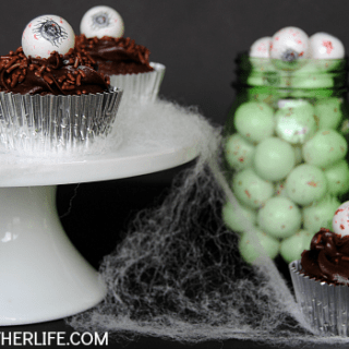 Halloween Cyclops Cupcakes {With Edible Eyeball Toppers!}