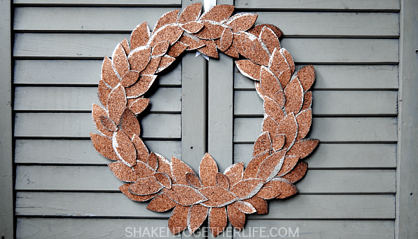 Beautifully simple gold tipped cork leaf wreath - gorgeous for Fall!
