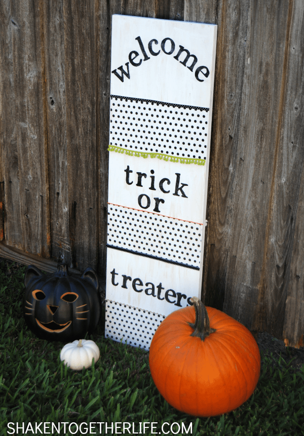 The other side of this reversible glow in the dark trick or treaters sign let's the kiddos know that you are out of candy!