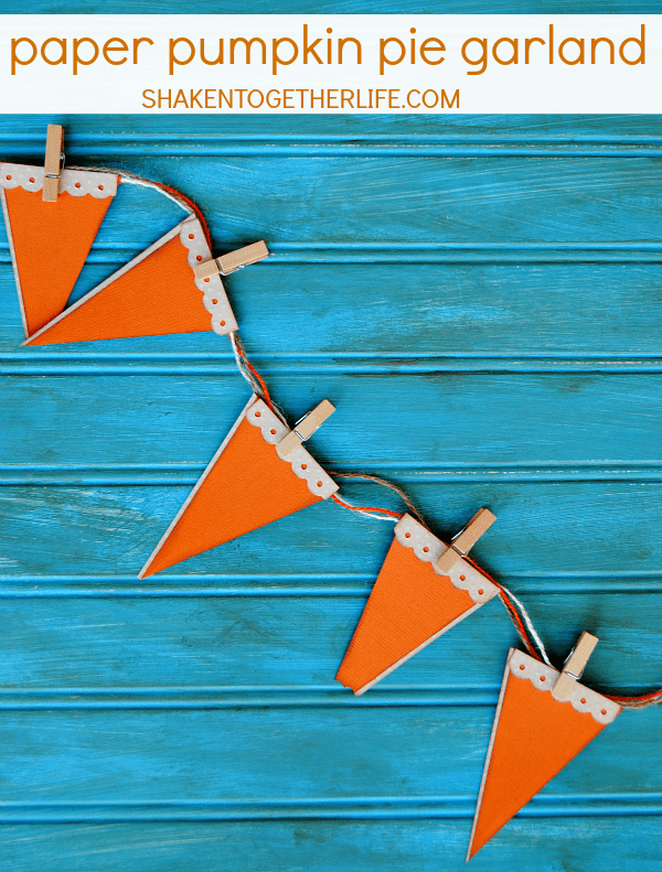 How cute is this paper pumpkin pie garland?  It would be perfect to hang at the Thanksgiving dessert table!