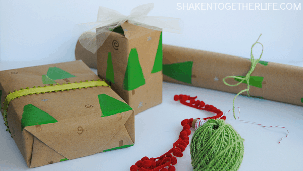 Super cute {and easy!} DIY stamped trees gift wrap + 24 awesome gift wrap ideas!