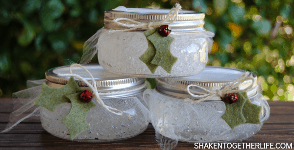 Make DIY Winter Fresh air fresheners - refreshing rosemary and spearmint blend for the perfect winter pick me up scent!