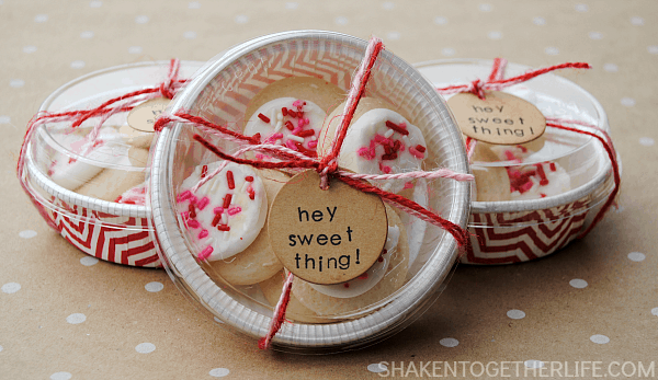 Love these Hey Sweet Thing! Valentine cookie gifts! Great for lunch boxes or a Valentine party!