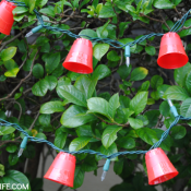 Mini Red Solo Cups Lights - such a cute game day DIY! These would be fun for tailgating or a man cave, too!