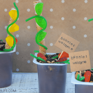 These Spring Garden Pudding Cups are SO cute! Love the edible veggies, dirt and the Bunnies Welcome sign!