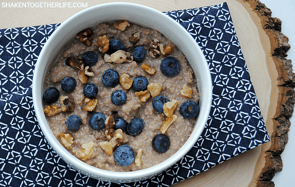 chocolate-blueberry-quinoa-breakfast-bowl-featured