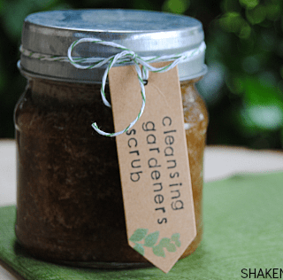 Cleansing Gardeners Scrub is an easy 2 ingredient DIY gift!