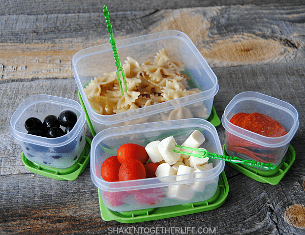 School is tough; lunch should be fun! This healthy kid approved pasta salad lunch idea is perfect to pack up when sandwiches get boring!