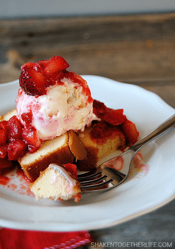 Strawberry Shortcake Sundaes are delicious {no-bake!} towers of buttery pound cake, cool creamy strawberry cheesecake ice cream and sweet, ripe strawberries!