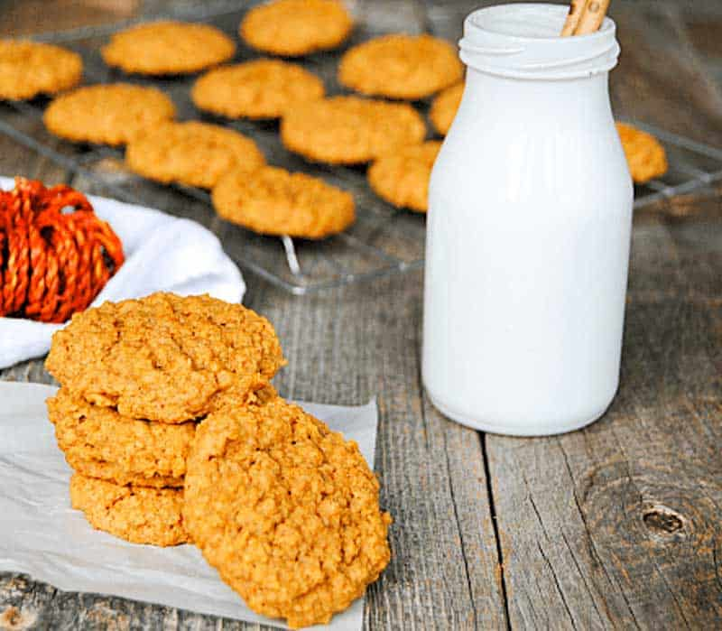 Super easy, 4 ingredient Pumpkin Oatmeal Cookies for the win!