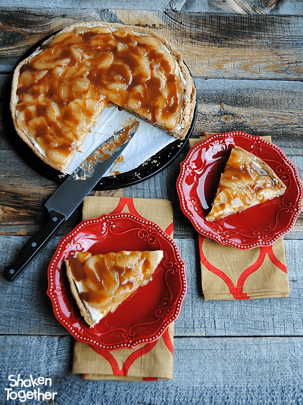 With a snickerdoodle cookie crust, brown sugar cream cheese, spiced apple pie filling and a decadent drizzle of caramel, this Snickerdoodle Caramel Apple Dessert Pizza will disappear slice by sweet slice! #SplendaSweeties #SweetSwaps