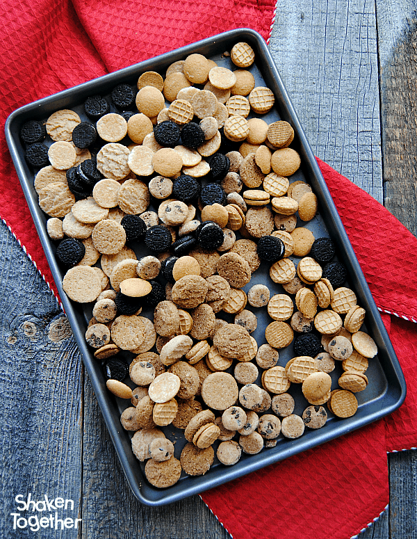 Cookies for Santa Snack Mix will definitely plant you firmly on the NICE list this year! What a cute no bake treat!