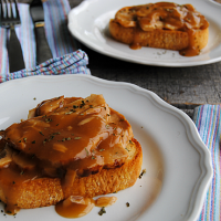 Garlic Bread Open Faced Turkey Sandwiches - only 1000 times better than a plain ol' turkey sandwich! Great idea for leftover turkey!