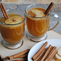 Warm and comforting, this sweetly spiced non-alcoholic Apple Cider Rum Punch is perfect for hay rides, holiday get togethers and chilly nights around the fire! #SplendaSweeties #SweetSwaps