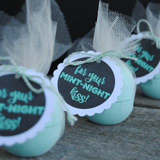 Mint-Night Kiss New Year's EOS Gifts