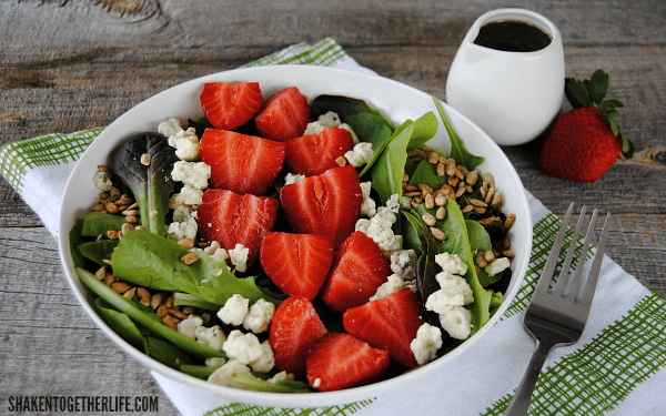 This Simple Strawberry Balsamic Salad is easy to throw together and ...