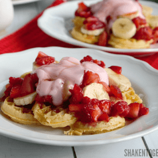 Banana Berry Breakfast Nachos - what a fun breakfast recipe! Fresh fruit, yogurt and toasty mini waffles make up this yummy breakfast!