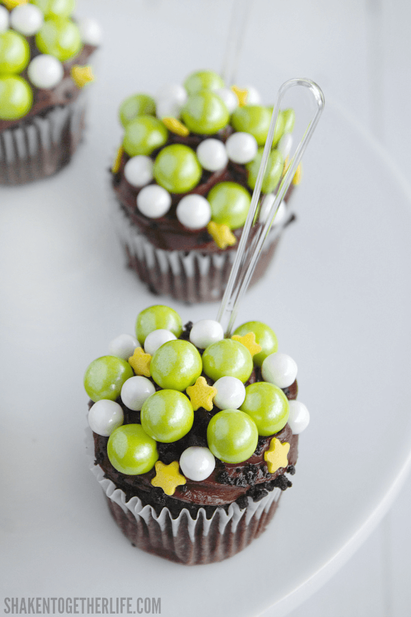 Adorable Witches Brew Cupcakes - what an easy Halloween party dessert idea!