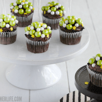 Witches Brew Cupcakes - these bite sized cupcakes look just like a bubbly batch of witches brew! And they are SO easy to make for a Halloween party!