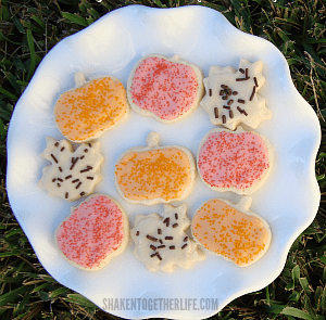 Old-fashioned-sugar-cookies-easy-vanilla-frosting-SIDEBAR