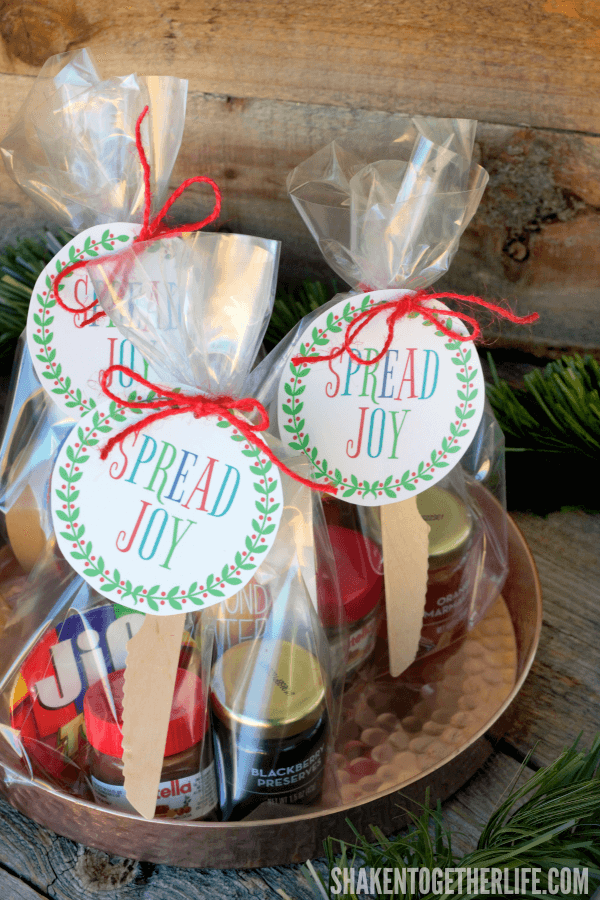 Spread holiday cheer with this Spread Joy Holiday Gift idea! Stack your favorite spreadable jams, jellies, butters, spreads and honey and add a printable gift tag for an easy, affordable holiday gift that is perfect for friends, neighbors and teachers!
