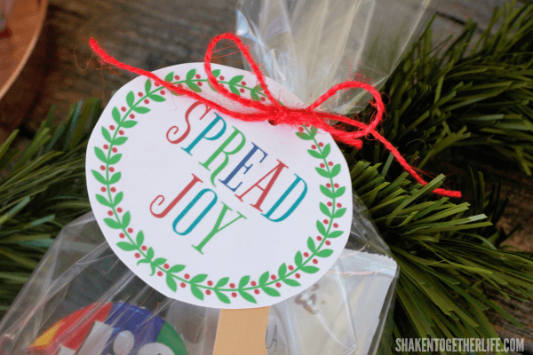 Spread Joy Holiday Gift idea and printable gift tag - perfect for easy, affordable holiday gifts!