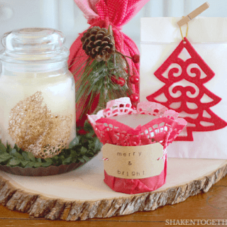 4 Easy Ways to Wrap Candles for Gifts