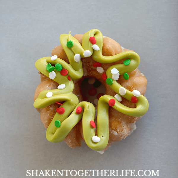 Mini Donut Wreaths - adorable and SO easy! These are perfect for Christmas breakfast!