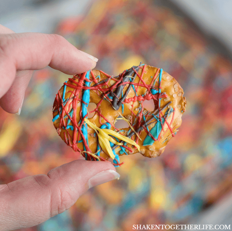 I LOVE these Rainbow Splatter Pretzel Chips! This is one of the easy ways to make rainbow pretzels at shakentogetherlife.com