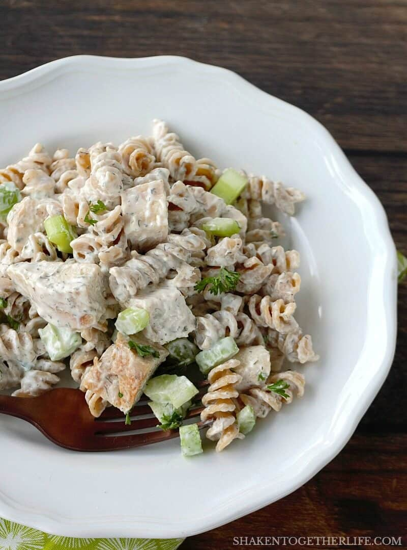 Grab a fork & dig in to the BEST Creamy Chicken Pasta Salad!