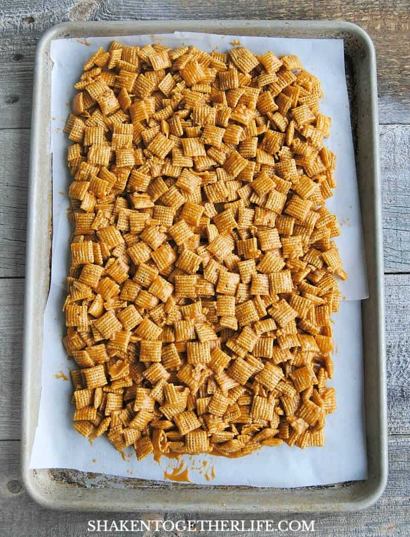 No Bake Chewy Butterscotch Chex Clusters - these will be your new guilty pleasure!