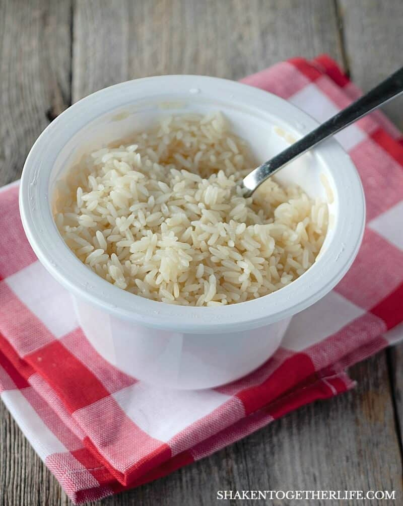 Easy Greek Chicken Rice Bowls start with Minute® Ready to Serve Family Bowls - fluffy white or whole grain rice is done in 2 minutes!
