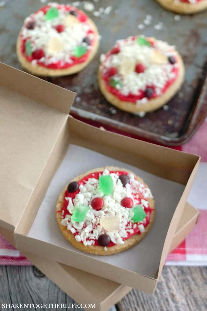 Sugar Cookie Pizza Cookies are SO cute packaged up in DIY paper mini pizza boxes!