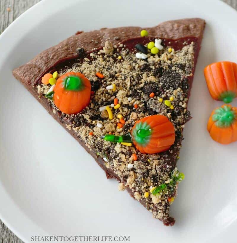 Pumpkin Patch Dessert Pizza! This sweet treat is perfect for any Fall or Halloween Party! And it is easy enough for the kids to help with!