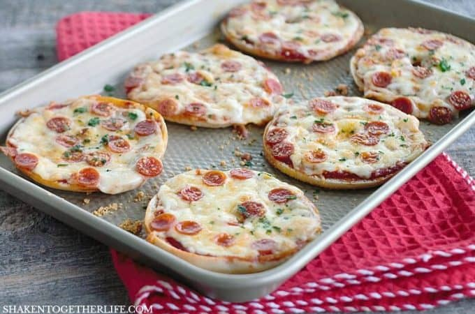 Done in minutes and easy to personalize with your favorite pizza toppings, these Thin Crust Bagel Pizzas are the perfect easy dinner idea!