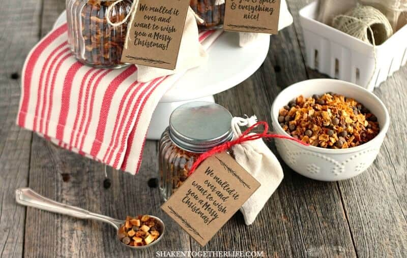 Easy and affordable, you can make an Essential Oils Mulling Spices Gift for everyone on your list. Grab the printable tags for this handmade holiday gift, too!