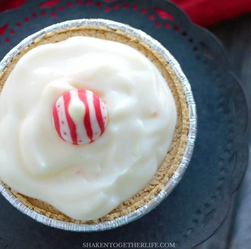 Our Mini White Chocolate Peppermint Pudding Pies have just 5 ingredients from start to finish - what an easy holiday dessert!