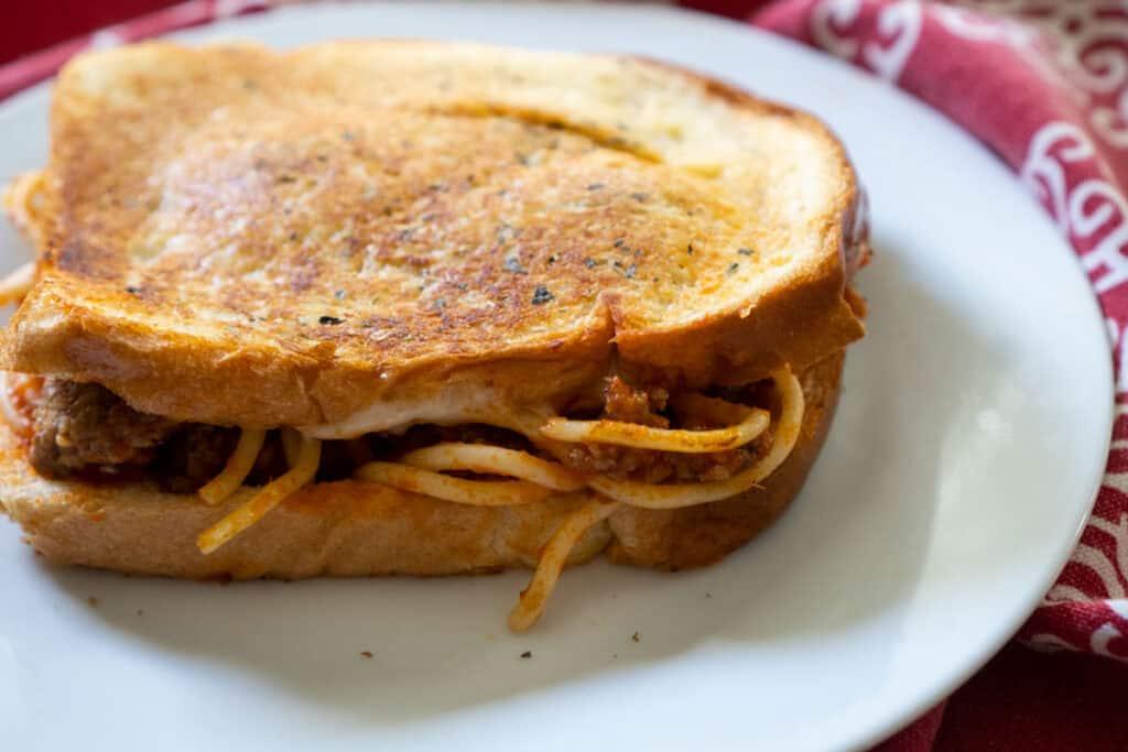 spaghetti sanwich on plate